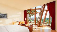 La Suite Gehry es la suite de nuestros huéspedes más selectos, haciendo evidente el diseño innovador del reconocido arquitecto en todos sus rincones.
