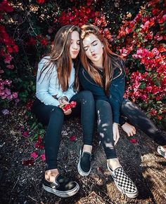 Love you bestie. Best Friend Photography, Tumblr Photography, Photography Poses, Bff Pictures, Cute Photos, Ft Tumblr, Friend Tumblr, Mackenzie Ziegler, Insta Photo Ideas