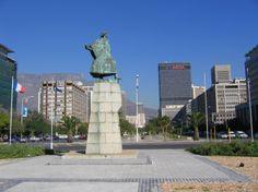 Cidade do Cabo - estátua do Navegador Português Bartolomeu Dias numa praça do centro da cidade https://www.facebook.com/vidadeluxo.info