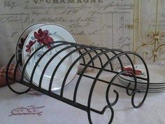 Wrought Iron Garden Furniture, Wrought Iron Chairs, Wrought Iron Decor, Wrought Iron Gates, Iron Furniture, Steel Furniture, Industrial Furniture, Tiny House Furniture, Glass End Tables