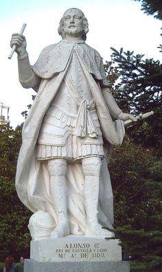Estatua de Alfonso VI de León y Castilla (1040–1109) en los Jardines de Sabatini de Madrid (España). Esculpida en piedra blanca por Felipe del Corral entre 1750 y 1753.