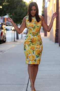 Yellow Floral Dress Source by dresses Simple Dresses, Elegant Dresses, Cute Dresses, Casual Dresses, Short Dresses, Dresses For Work, Floral Work Dresses, Yellow Floral Dress, Dress Outfits