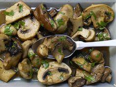 Pilze in Balsamessig - mit Knoblauch und Petersilie - smarter - Kalorien: 69 Kcal - Zeit: 20 Min. | eatsmarter.de Diese Pilze sind als Hauptgericht oder Beilage gleichermaßen lecker.