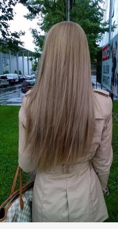 Side Swept Waves for Ash Blonde Hair - 50 Light Brown Hair Color Ideas with Highlights and Lowlights - The Trending Hairstyle Medium Ash Blonde Hair, Dyed Blonde Hair, Brown Blonde Hair, Light Brown Hair, Dark Blonde, Light Hair, Sandy Brown Hair, Natural Ash Blonde, Light Ash Blonde