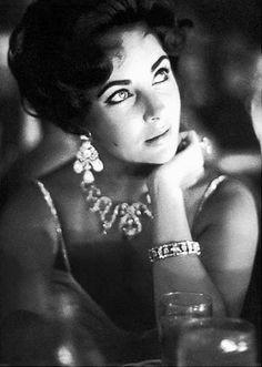 Elizabeth Taylor - vintage hollywood glamour