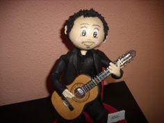 Detalle de la guitarra hecha en goma eva y pintada a mano. elenamartinlopez.blogspot.com