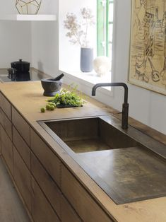 Made to measure browned brass sink with browned brass Quooker. Integrated in a Garde Hvalsøe/Dinesen kitchen from massive Wooden floorboards. See more here: www.bynordichands.ch