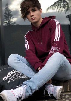 guys i like Teenager Mode, Senior Boy Photography, Superenge Jeans, Aesthetic Eyes, Cute White Boys, Senior Boys, Big Sean, Celebrity Dads, Hot Boys
