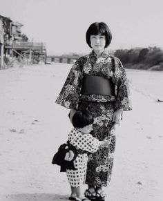 Wife and first son, Shijogawara, 1982. Japan. Photography by Toshio Enomoto