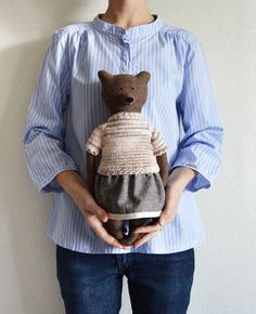 Tayra The Bear. Child friendly by PhilomenaKlossTayra The Bear. Soft Bear - Best Friend for kidsTayra The Bear. Such a gorgeous gift for a small (or big) personahhhh such a cute stuffed animal Handmade Stuffed Animals, Cute Stuffed Animals, Cool Gifts For Kids, Diy For Kids, Diy Teddy Bear, Teddy Bears, Fabric Animals, Fabric Toys, Sewing Toys