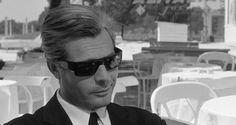 """Marcello Mastroianni, 90 anni fa - Il Post - Marcello Mastroianni nel film di Federico Fellini """"8 e mezzo"""", del 1963"""