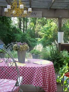 Outdoor dining...(from Cherry Hill Cottage)