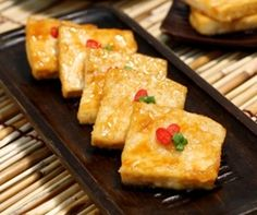 tofu olive oil 2 stalks green onions, finely chopped ¼ cup soy sauce ¼ cup water 1 tsp garlic, minced ¼ tsp gochugaru, red chili pepper flakes 1 tsp sesame oil ½ tsp sugar ½ tsp sesame seeds