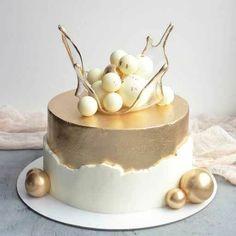 Elegant Birthday Cakes, 40th Birthday Cake For Women, Green Birthday Cakes, Candy Birthday Cakes, Beautiful Birthday Cakes, Cake Decorating Frosting, Cake Decorating Tips, Crazy Cakes, Pastel Cakes