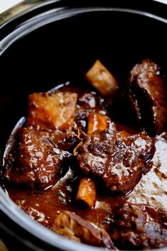 Korean Braised Beef Short Ribs are slightly sweet, slightly spicy and totally amazing. Slow-braising makes them fall-off-the-bone tender! Korean Beef Short Ribs, Pork Short Ribs, Short Rib Stew, Mexican Short Ribs Recipe, Bbq Ribs, Slow Cooker Short Ribs, Slow Cooker Beef, Beef Ribs Pressure Cooker, Beef Ribs Recipe