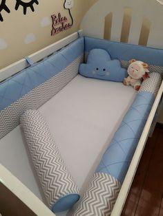 Compre Kit berço espuma e rolos no Elo7 por R$ 278,00   Encontre mais produtos de Kit Berço e Bebê parcelando em até 12 vezes   Protetores de berço 4 pçs.  Padrão Americano 130 x 70    Modelo Meio a meio   1 cabeceira (plumante)  1 lateral normal espuma  1 lateral rolo  1 rolinho ( peseir..., BCC0C8 Diy Home Crafts, Baby Prints, Baby Decor, Baby Accessories, Baby Care, Baby Room, Snug, Toddler Bed, Kids Room