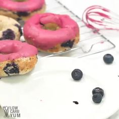 Blueberry Cake Donuts You will love these Blueberry Cake Donuts as they are low carb, gluten-free and sugar-free with only net carbs per serving. via Low Carb Yum Best Low Carb Bread, Lowest Carb Bread Recipe, Keto Bread, Low Carb Sweets, Low Carb Desserts, Donut Recipes, Dessert Recipes, Keto Recipes, Bread Recipes