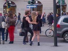 Cosa fa di giorno un #giustone al fuorisalone? Ammira Zanuso? No sfila per Milano con un look #trashipster