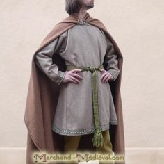 Simple Medieval, peasant or nobleman's clothing. ~ This is a good, easy style for our Robin Hood movie.