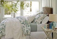 Un #dormitorio muy veraniego. ¡Me gusta la mesita de noche!