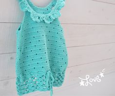 Crochet a girls top - Free Crochet Pattern Crochet Girls, Crochet Baby Clothes, Cute Crochet, Crochet For Kids, Knit Crochet, Knitted Coat, Pull, Baby Knitting, Kids Outfits