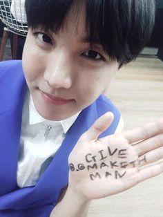 J-Hope BTS twitter update 16/5/2015 -----------짠~  #러브챌린지 #www.mbclovechallenge.or.kr #givemakethman