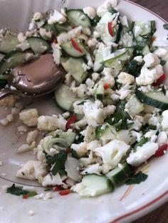 Vappu Pimiän kukkakaali-kurkkusalaatti   Meillä kotona Cauliflower Recipes, Paella, Feta, Potato Salad, Salads, Food And Drink, Cheese, Snacks, Cooking