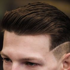 Check out these cool and modern men's short hairstyles. These men's hair trends include fades, tapers, crops, spikes and more. Classic Mens Hairstyles, Cool Mens Haircuts, Cool Hairstyles For Men, Haircuts For Curly Hair, Men's Hairstyles, Men's Haircuts, Short Taper Haircut, Man Haircut 2017, Cooler Stil