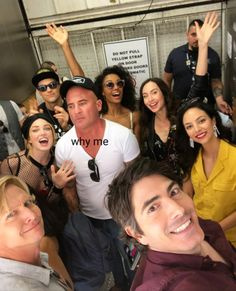 is the master of the elevator selfie 🤳🏼 Legends Of Tomorrow Cast, Legends Of Tommorow, Mick Rory, Flash Funny, Cw Tv Series, Michael Scofield, Brandon Routh, Dominic Purcell, Supergirl And Flash