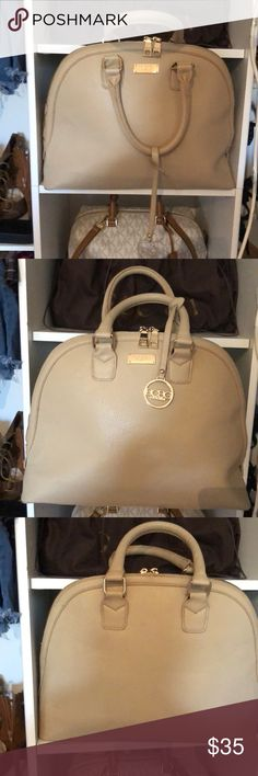Purse Authentic bcbg top handle bag in the color cream with gold zipper BCBGeneration Bags Totes