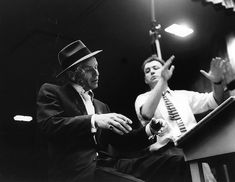 Frank Sinatra at Capitol Records recording studio, Los Angeles, photo by William Claxton Franck Sinatra, William Claxton, Great American Songbook, Musician Photography, Jazz Artists, Capitol Records, Natalie Wood, Miles Davis, Dean Martin