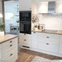 The kitchen that is top-notch white kitchen , modern kitchen , kitchen design ideas! Kitchen Buffet, Home Decor Kitchen, Kitchen Furniture, Kitchen Interior, New Kitchen, Interior Design Living Room, Home Kitchens, Kitchen Modern, Shabby Chic Kitchen