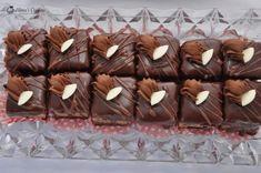Mini amandine — Alina's Cuisine Dessert Bars, Mini Cakes, Stuffed Mushrooms, Crochet Patterns, Food And Drink, Candy, Baking, Sweet, Tattoo