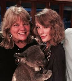 13 Times Taylor Swift's Mom, Andrea Swift, Proved She Is A Legend celebrities 13 Times Taylor Swift's Mom, Andrea Swift, Proved She Is A Legend Taylor Swift Family, Taylor Swift Pictures, Taylor Alison Swift, Red Taylor, Zoologist Career, Harry Styles, Red Tour, Ed Sheeran, Her Music