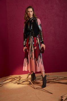 Elie Saab Pre-Fall 2018 Collection Photos - Vogue
