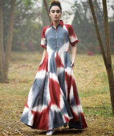 Multi Color Tie and Dye Shirt Collar Long Kurti Kurti Designs Party Wear, Kurta Designs, Blouse Designs, Dress Designs, Frock Fashion, Fashion Dresses, Maxi Dresses, Indian Designer Outfits, Designer Dresses