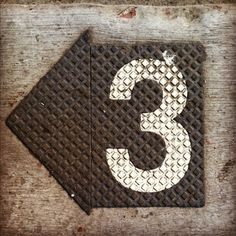 Retro arrow wall plaque with the number 3 #3 #Three #Numbers