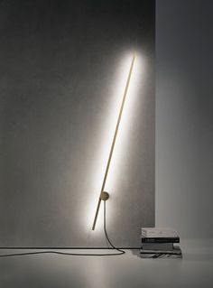 Inspired by the minimal art classics, UM stands as an interactive light sculpture, explains Guilherme Wentz, the Brazilian designer behind this elegant and minimalist lamp, created for the Brazilian lighting company, Lumini.