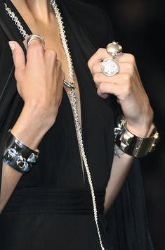 Hermès at Paris Fashion Week Spring 2010 - Details Runway Photos Body Jewelry, Jewelry Art, Jewelry Accessories, Jewellery, Stack Bracelets, Black Is Beautiful, Luxury Jewelry, Fashion Details, Paris Fashion