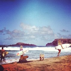 Bethany Hamilton surfing with her friends!