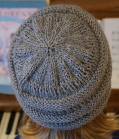 Creative Chicks: Slouchy knitted beanie knock-off Knit Slouchy Hat Pattern, Beanie Knitting Patterns Free, Diy Crochet And Knitting, Crochet Beanie Hat, Baby Hats Knitting, Crochet Hats, Loom Hats, Knitted Hats Kids, Loom Knitting Projects