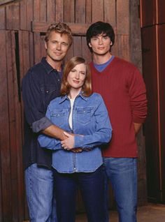 Picture: John Schneider as Jonathan Kent, Annette O'Toole as Martha Kent and Tom Welling as Clark Kent on 'Smallville.' Pic is in a photo gallery for 'Smallville' featuring 92 pictures. Annette O'toole, John Schneider, Kristin Kreuk, Clark Kent, Tom Welling Smallville, Jonathan Kent, Image Film, Superman Family, Band Posters