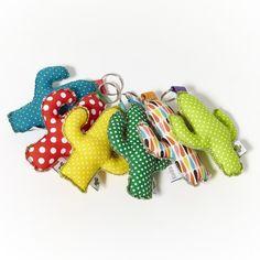 Home / kuskabcn Felt Crafts, Fabric Crafts, Sewing Crafts, Diy And Crafts, Arts And Crafts, Cactus Keychain, Diy Keychain, Keychains, Origami Hand
