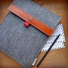 iPad accessories: Felt iPad Case (by MOOSEdesignBAGS).