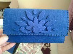 Felt Clutch, Diy Clutch, Felt Purse, Felt Gifts, Hand Embroidery Art, Flower Bag, Fabric Purses, Felt Baby, Felt Patterns