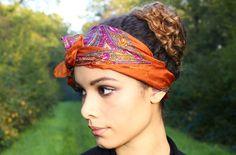 Se #coiffer avec un #foulard en soie dans les #cheveux