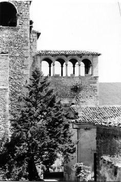 Loggiato Palazzo Cappa nel cuore del borgo medievale di Navelli #abruzzo #travel #italy #navelli #zafferano #borghipiubelliditalia #borgo #abruzzosegreto