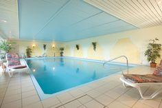 Unser Vulkan SPA bietet Ihnen ein große Hallenbad. Das Hotel, Spa, Bathtub, Outdoor Decor, Home Decor, House, Old Town, Standing Bath, Bathtubs