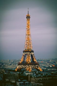 Eiffel Tower Sparkling at Night--- This has got to be one of the most beautiful things I have ever seen