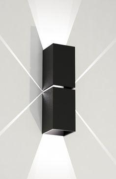 Ten niebanalny, czarny kinkiet w stylu minimalistycznym doda charakteru każdemu wnętrzu.  #mlamp #oświetlenie #lampa #minimalistyczna #kinkiet #lampy #wyposażenie #wnętrz